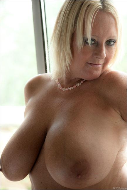 bustybrits wendy 1 2 106 123 457lo lady hamilton resort spa 3 5